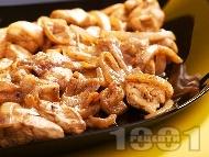 Рецепта Пиле на тиган с лук, соев сос и горчица